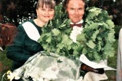 Vaclovas Šablevičius su choro seniūne Kristina Župerkiene Tremtinių ir politinių kalinių dainų šventėje Jurbarke 1998.06.13.