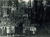 Dainų ir šokių šventė Kėdainių miesto parke. 1955 m.