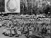 Dainų ir šokių šventė Kėdainių miesto parke. 1965 m.
