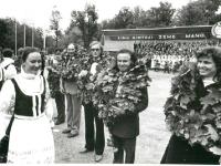 1985 m. Dainų šventė. Vyriausieji vadovai (iš dešinės) Regina Matulienė, Vaclovas Šablevičius, Petras Labeckis, Albinas Galinaitis.