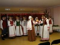 """pc150688-800Kėdainių kultūros centro folkloro ansamblio JORIJA (vadovė Regina Lukminienė) advento-Kalėdų laikotarpio programa """"Už girių girių ugnelė dega"""""""