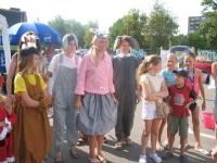 """Važinėjančioje po Lietuvą vaikų piešinių parodoje """"Ant ratų"""". 2010 m."""