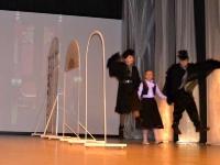 """Scena iš spektaklio """"Sniego karalienė"""" (režisierė G. Gustytė)"""