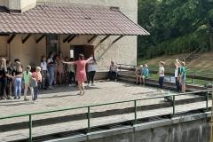 Aušra diriguoja performansams